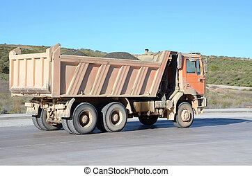 orange, camion, décharge