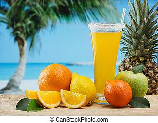orange juice glas, på, a, strand