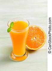 Orange juice made of fresh fruits