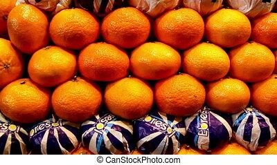 Orange neatly piled lots of oranges on display