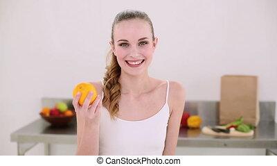 orange, sourire, modèle, sentir