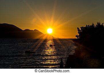 orange sunrays during sunset