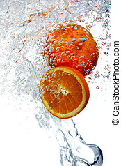 Oranges dropped into water - Fresh oranges dropped into ...
