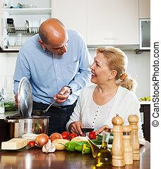 ordatary, couples mûrs, cuisine, spaniard, tomates