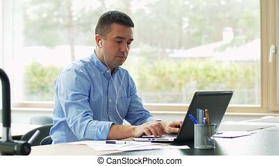 ordinateur portable, écouteurs, fonctionnement, maison, ...