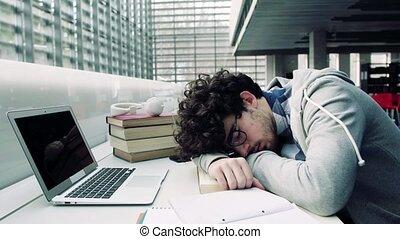 ordinateur portable, écouteurs, jeune, sleeping., étudiant, bibliothèque