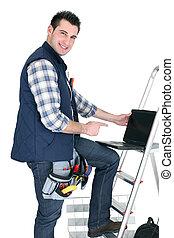 ordinateur portable, électricien