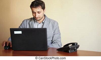 ordinateur portable, -, bureau fonctionnant, homme