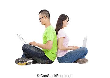 ordinateur portable, couple, jeune, ensemble, séance