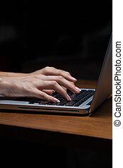 ordinateur portable, dactylographie, femelle transmet