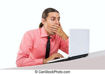 ordinateur portable, effrayé, jeune, surpris, homme