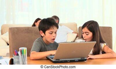 ordinateur portable, enfants jouer