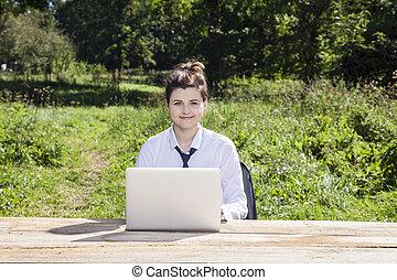 ordinateur portable, femme, fonctionnement, business, sourire