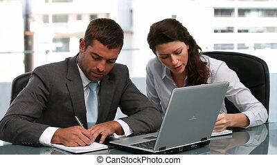 ordinateur portable, femme, fonctionnement, homme