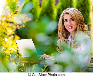 ordinateur portable, femme, informatique, jardin