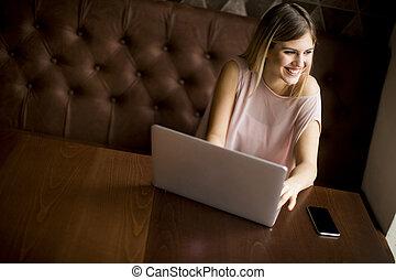 ordinateur portable, femme, jeune