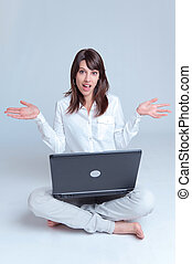 ordinateur portable, femme, jeune, plancher