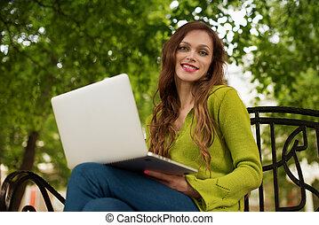 ordinateur portable, femme, parc