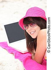 ordinateur portable, femme, plage, jeune