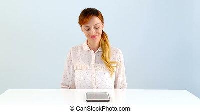 ordinateur portable, fond, contre, utilisation, table, blanc, femme, 4k