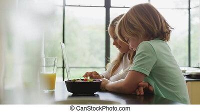ordinateur portable, frères soeurs, maison, confortable, ...