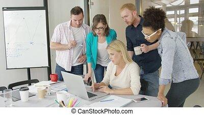 ordinateur portable, gens, bureau, regarder