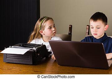 ordinateur portable, gosses, vieux, fonctionnement, machine écrire
