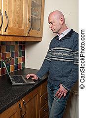 ordinateur portable, haut, portes, fin, utilisation, mâle