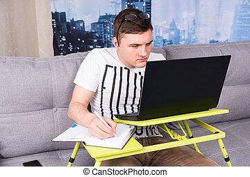 ordinateur portable, homme, fonctionnement, beau