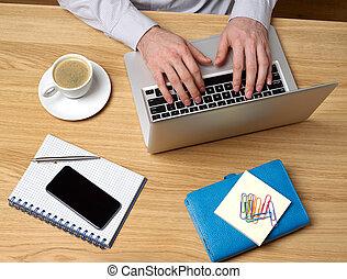 ordinateur portable, homme, fonctionnement, bureau