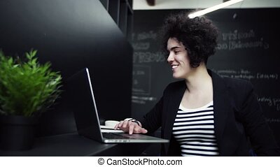 ordinateur portable, jeune, bureau, femme affaires, working.