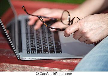 ordinateur portable, jeune fille, banc