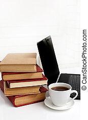 ordinateur portable, livres