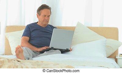 ordinateur portable, mûrir, fonctionnement, homme