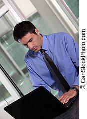 ordinateur portable, ouvrier, bureau