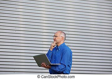 ordinateur portable, pensif, regarder, quoique, homme affaires, loin