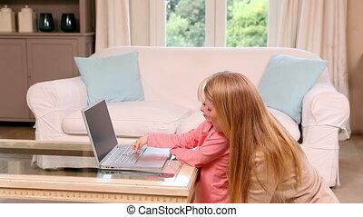 ordinateur portable, petite fille, mignon, utilisation