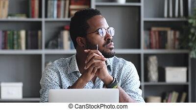 ordinateur portable, sérieux, homme, pensif, africaine, pensée, solution, asseoir