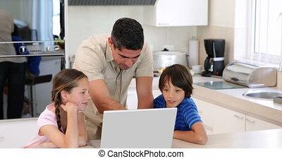 ordinateur portable, sien, enfants, utilisation, père