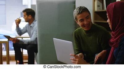ordinateur portable, sur, cadres, discuter, 4k, bureau