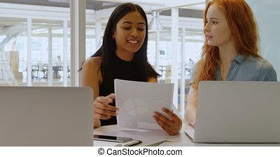 ordinateur portable, sur, cadres, document, discuter, 4k