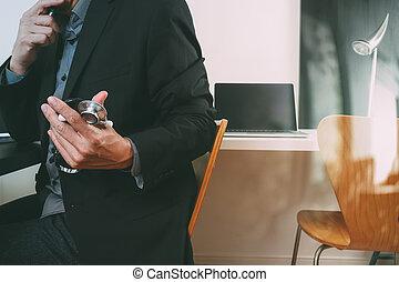ordinateur portable, tablette, fonctionnement, docteur, monde médical, moderne, téléphone, informatique, stéthoscope, numérique, bureau, hôpital, intelligent