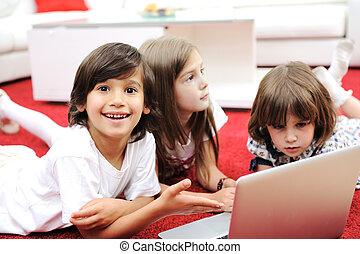 ordinateur portable, trois, maison, enfants, mensonge, terrestre