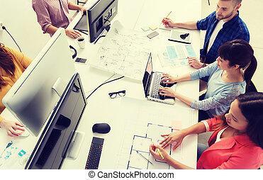 ordinateurs, plan, équipe, bureau, créatif