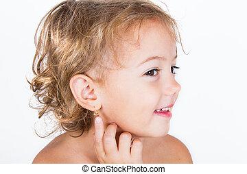 orecchino, piccola ragazza