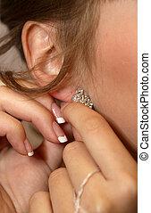 orecchino, ragazza