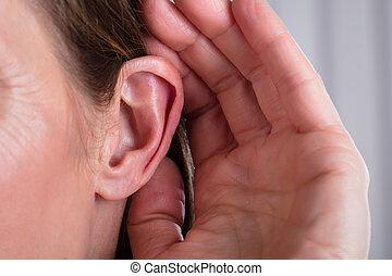 oreille, main femelle