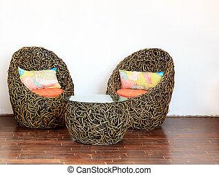 oreillers, coloré, chaises, osier, table verre, rond