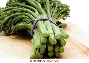 organic fresh broccolini