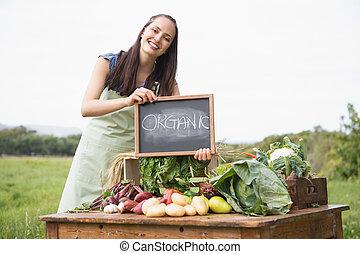 organiczny, warzywa, targ, kobieta, sprzedajcie